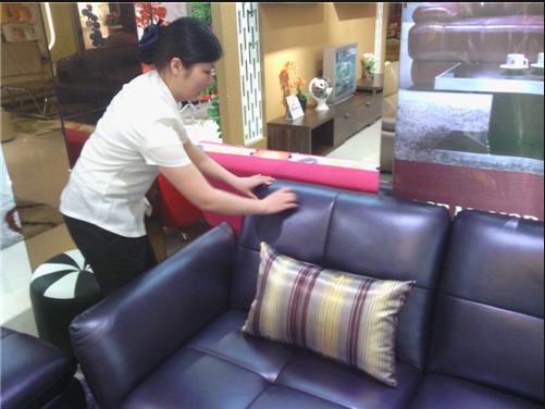 如何清洁和保养皮质沙发