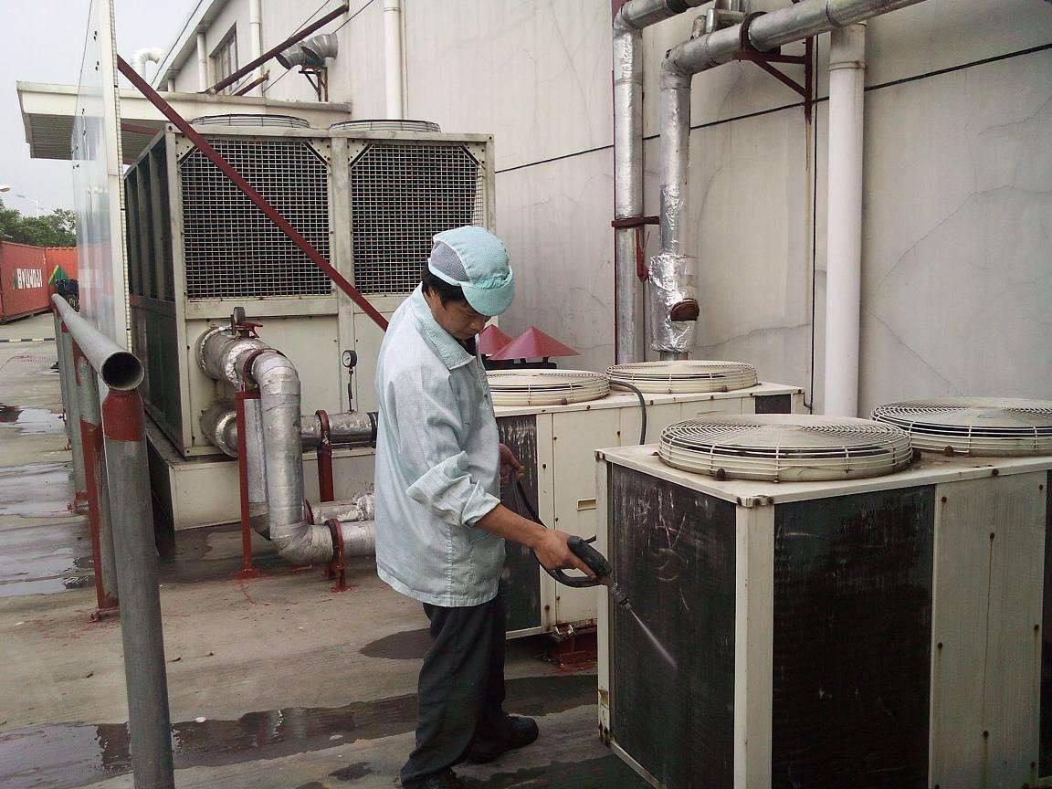 大型空调定期保养